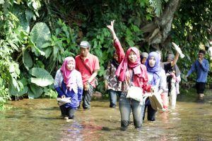 Nyebrang Sungai Bening Nih